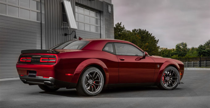 Challenger SRT Hellcat Gets A Widebody For 2018